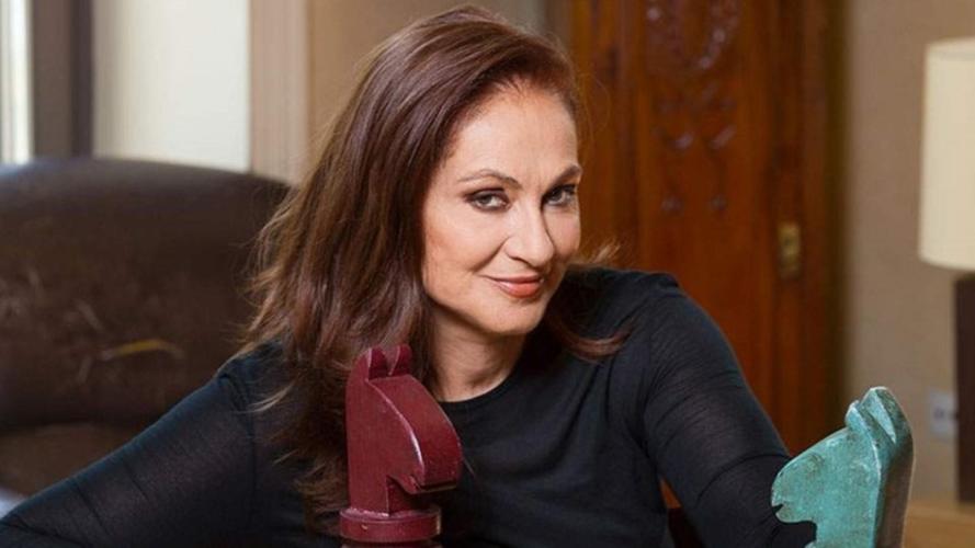Φιλαρέτη Κομνηνού: «Το καλοκαίρι είχαμε χαρές και γάμους, θέλω πολύ ένα εγγονάκι»