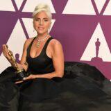 H Lady Gaga ποζάρει με το πρώτο μπικίνι για φέτος και κλέβει τις εντυπώσεις