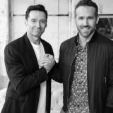 """Το """"ξύπνημα"""" του Hugh Jackman με αφηγητή των Ryan Reynolds έγινε viral"""