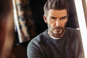 Ο David Beckham μεταμορφώνεται σε 70χρονο άνδρα για καλό σκοπό