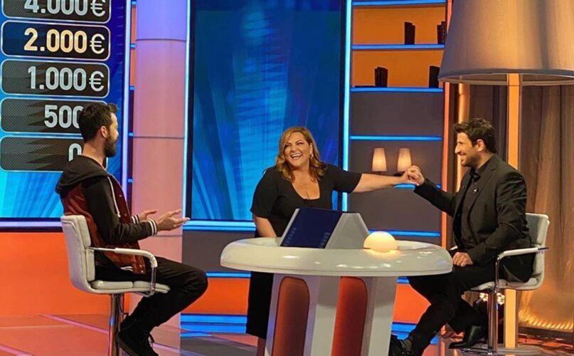 """Η Βίκυ Σταυροπούλου κάνει έκπληξη στον Αλέξη Γεωργούλη στην πρεμιέρα του """"JOKER"""""""