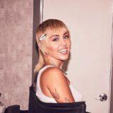 Η Miley Cyrus ανακοίνωσε την νέα της συνεργασία με μεγάλο beauty οίκο