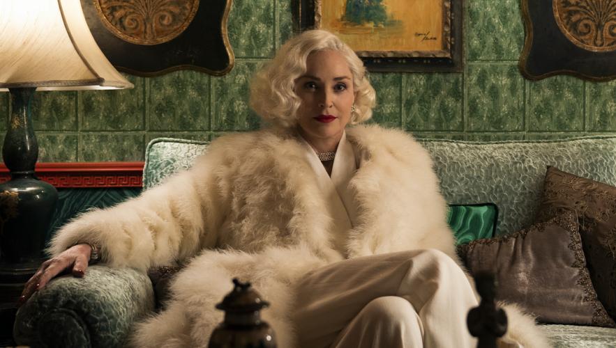 Δείτε τα εντυπωσιακά εξώφυλλα της Sharon Stone για την ελληνική Vogue