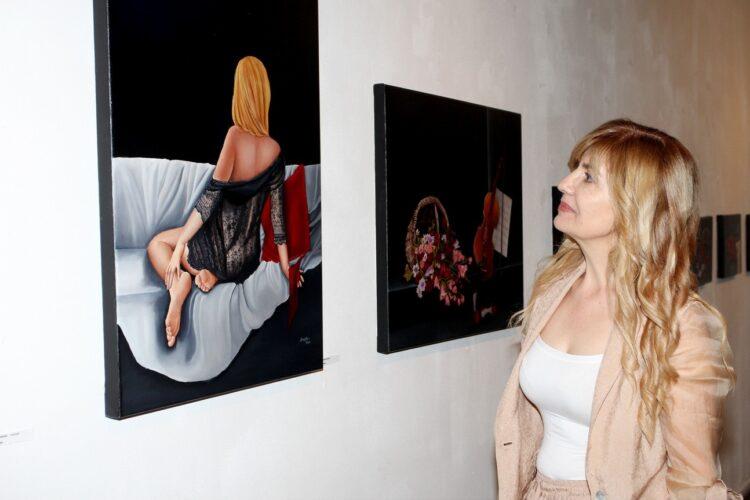 Εγκαίνια για την έκθεση ζωγραφικής της Ισμήνης Μίχα «Η Τεθλασμένη του Κόσμου»