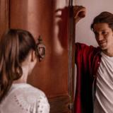 """Ο Lucas Bravo απαντά στις αρνητικές κριτικές του """"Emily in Paris"""""""