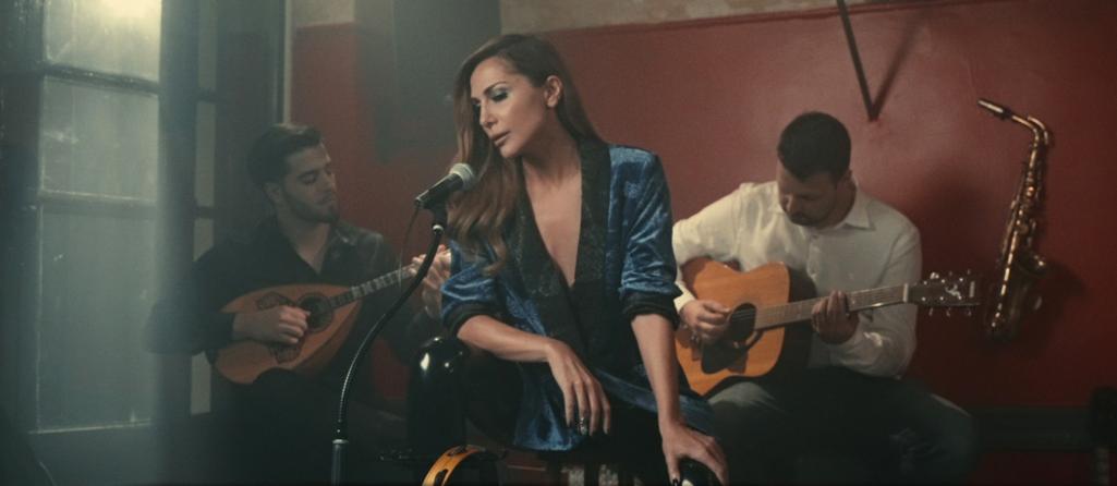 Δέσποινα Βανδή - Ένα Τσιγάρο Διαδρομή: Το νέο τραγούδι & το video clip με γνωστό ηθοποιό