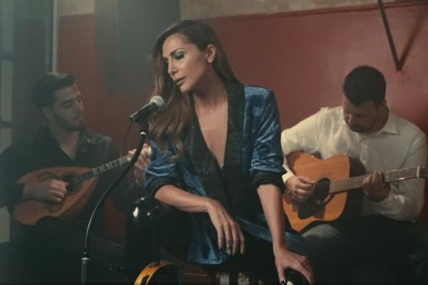 Δέσποινα Βανδή – Ένα Τσιγάρο Διαδρομή: Το νέο τραγούδι & το video clip με γνωστό ηθοποιό