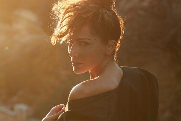 Δέσποινα Βανδή: Πασίγνωστος ηθοποιός στο νέο της clip – τα πρώτα πλάνα