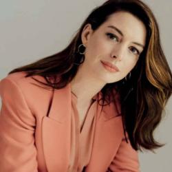 Η Anne Hathaway δηλώνει ότι «ενδυνάμωσε» όταν έγινε στόχος διαδικτυακού μίσους