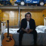 Διονύσης Σχοινάς – «Ξύπνησα Κάπως»: Backstage από το νέο του video clip!