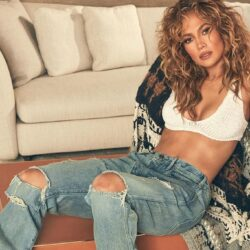 H Jennifer Lopez φωτογραφίζεται με pixie cut και είναι πιο εντυπωσιακή από ποτέ
