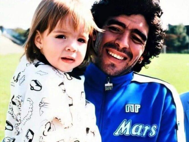 Κόρη του Diego Maradona: «Σε αγαπώ, μου λείπεις μπαμπά -Περίμενέ με εκεί...»