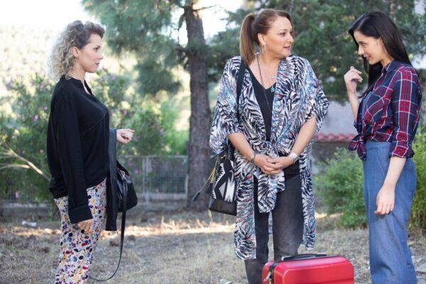 Το Καφέ της Χαράς: Η Ρένια Λουιζίδου επιστρέφει στο Κολοκοτρωνίτσι!