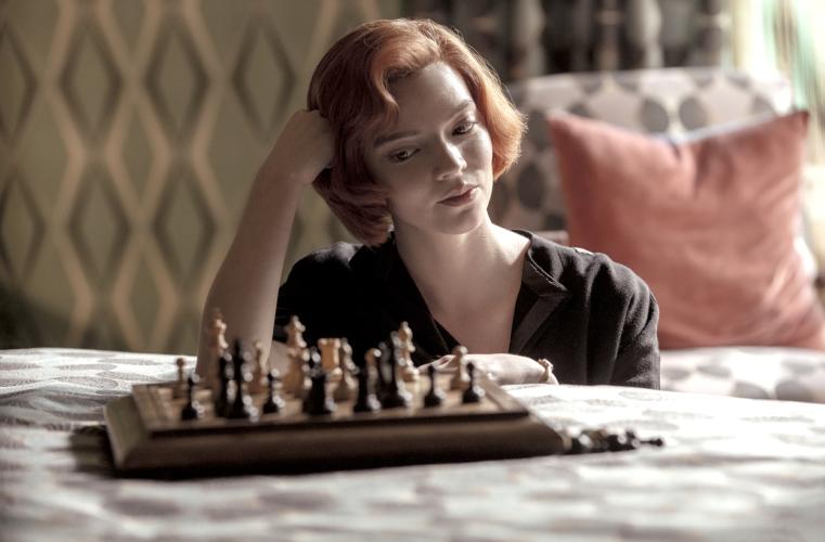 The Queen's Gambit: Η σειρά του Netflix κατέρριψε όλα τα ρεκόρ