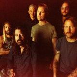 """Οι Foo Fighters έκαναν την πρεμιέρα του νέου τους τραγουδιού """"Shame Shame"""" στο Saturday Night Live"""