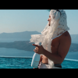 Arva: Είναι στα «High» του και κάνει ξέφρενα party με κότερα και σαμπάνιες στα νησιά