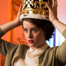 The Crown: Η Claire Foy βραβεύτηκε με Emmy για την εμφάνιση της στην 4η season της σειράς