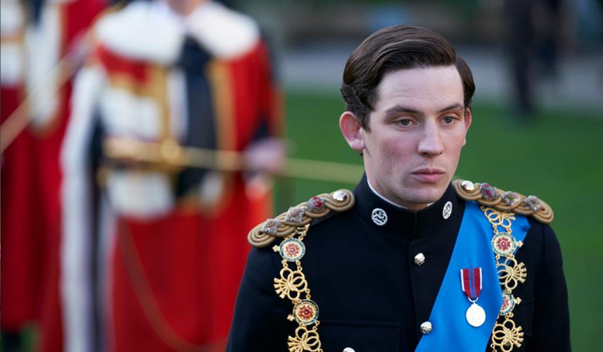 """Δείτε γνωστό Έλληνα ηθοποιό να ποζάρει με τον """"Πρίγκιπα Κάρολο"""" του The Crown"""