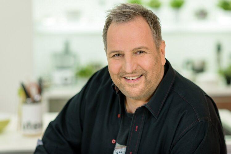 «Κάθε Μέρα Chef με τον Βαγγέλη Δρίσκα» με κυπριακές ταχινόπιτες, Stir fry μοσχαράκι και Tex Mex κουζίνα