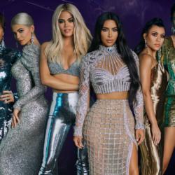 """Η φωτογραφία της Kylie Jenner και της Kourtney Kardashian από το τελευταίο γύρισμα του """"Keeping Up With The Kardashians"""""""
