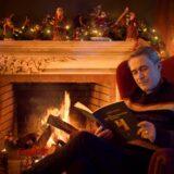 Ο Θανάσης Κουρλαμπάς μας ταξιδεύει σε… «Μια Χριστουγεννιάτικη Ιστορία»!