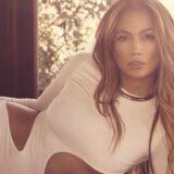Δείτε την Jennifer Lopez να ποζάρει εντελώς άβαφη και αγκαλιά με τα παιδιά της
