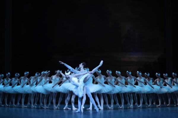 H Λίμνη των Κύκνων – Μπαλέτο στον Πάγο στο Christmas Theater
