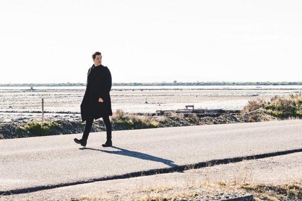 Σάκης Ρουβάς: Έρχεται το ολοκαίνουργιο single του «Υπεράνθρωπος»