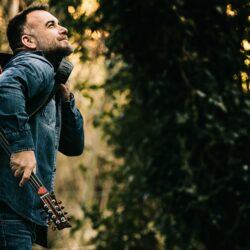 Γιώργος Παντερής: Ο ταλαντούχος Κρητικός τραγουδοποιός επιστρέφει δισκογραφικά με την ethnique δυναμική μπαλάντα «Ξέσπασμα»