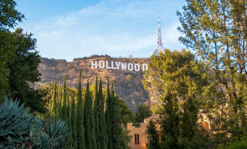 Bloomberg: Φώτα, κάμερα, σουβλάκι- Η Ελλάδα το νέο «στούντιο» του Hollywood