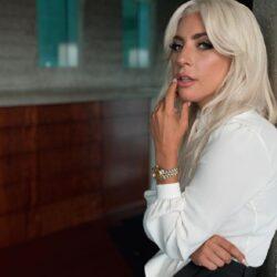 Η Lady Gaga έγινε καστανή!