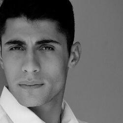 Κυριάκος Μαυρίδης: O γοητευτικός ανερχόμενος τραγουδιστής «Τώρα πονάει»