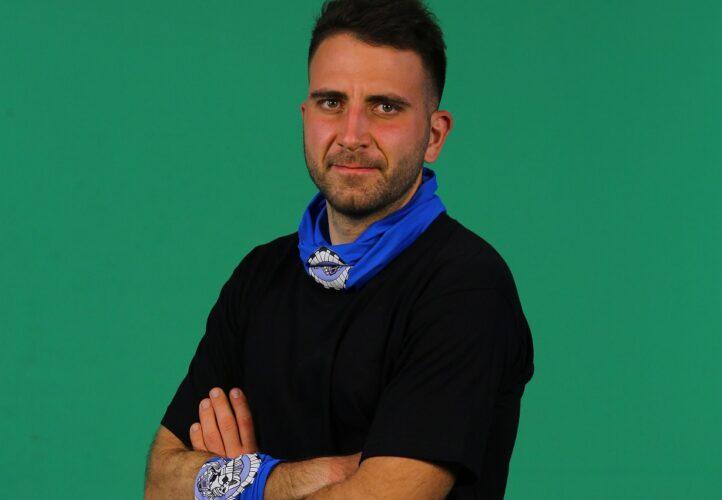 Ο Δημήτρης Μακρόπουλος είναι ο παίκτης από την μπλε ομάδα του Survivor που αποχώρησε