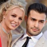 Σύντροφος Britney Spears για τον πατέρα της: «Εντελώς μ@@@κας, θέλει να μας ελέγχει»