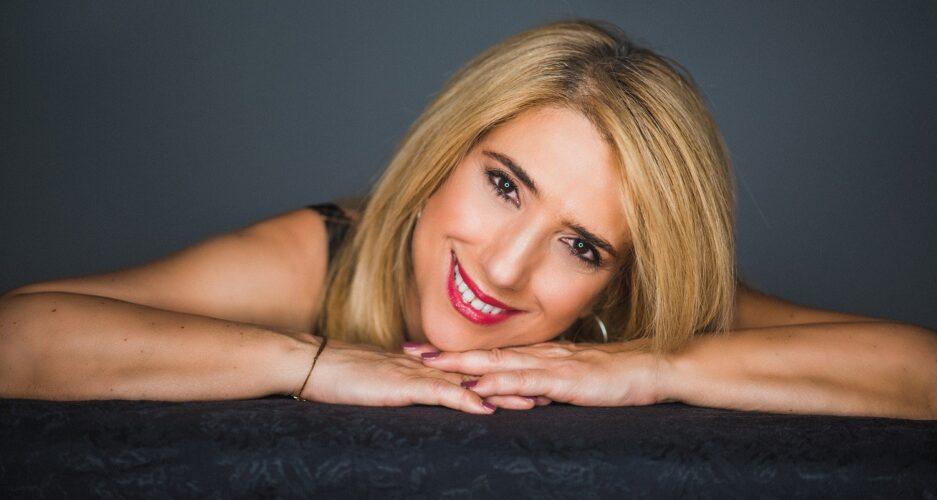 Νάσια Κονιτοπούλου: Σε δισκογραφικά «πελάγη» ευτυχίας με το νέο της συμβόλαιο στη «G Music»