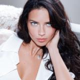 Εν μέσω κορονοϊού η Adriana Lima αναπολεί τις διακοπές της στην Ελλάδα