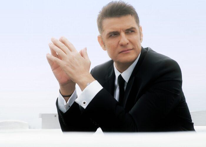 Χρίστος Αντωνιάδης: Με το νέο του αυθεντικό ζεϊμπέκικο, «Πέσαν οι Γέφυρες»