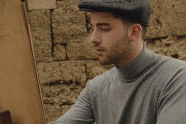 Ο Κώστας Ορφανίδης με ένα κινηματογραφικό βίντεοκλιπ