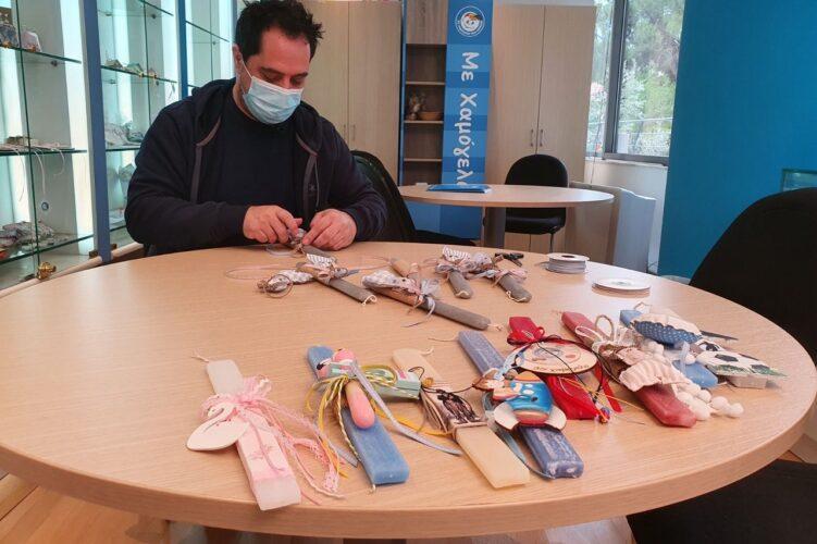 Μάκης Δημάκης: Έφτιαξε πασχαλινές λαμπάδες για το «Χαμόγελο του Παιδιού»- Η δημόσια έκκλησή του