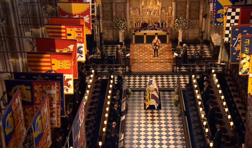 Στη Βασιλική Κρύπτη το φέρετρο του πρίγκιπα Φίλιππου | Θα «περιμένει» τη βασίλισσα Ελισάβετ για να θαφτούν μαζί