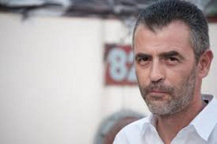 O συγγραφέας Νίκος Παναγιωτόπουλος διαβάζει το διήγημα «Κινητόν εντός κινητού» από τη συλλογή διηγημάτων «Ανήσυχα άκρα»