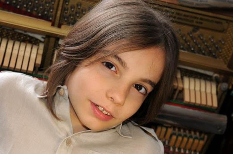 """Στέλιος Κερασίδης - """"Renaissance Waltz"""" - Ο 8χρονος """"μάγος"""" του πιάνου Στέλιος Κερασίδης, ξαναχτυπά!"""