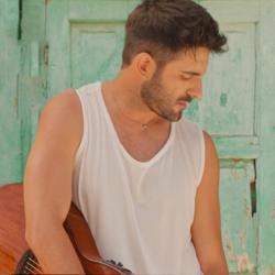 Γιώργος Λιβάνης – Θέλω Κι Άλλα: Το νέο τραγούδι & το καλοκαιρινό video από την Ύδρα!