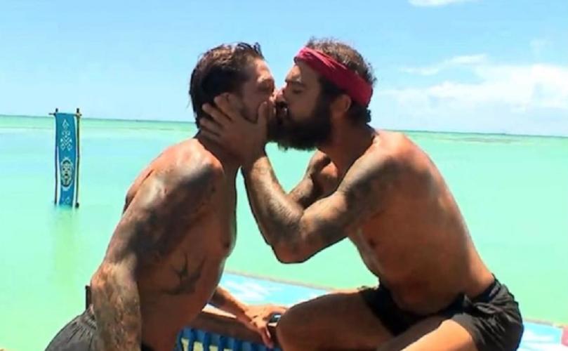 Το φιλί που αντάλλαξαν ο Τριαντάφυλλος και ο Μπόγδανος στο στόμα και οι φωτογραφίες που έγιναν viral