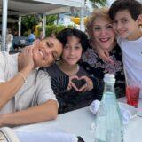Η τρυφερή ανάρτηση της Jennifer Lopez με τα παιδιά της και τη μητέρα της για την γιορτή της μητέρας