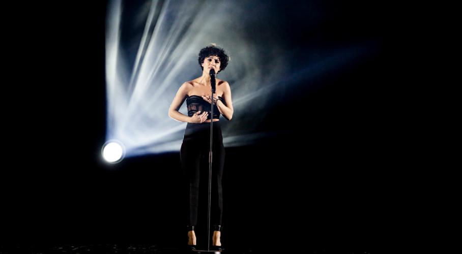 Η Barbara Pravi που κατέκτησε την 2η θέση στην φετινή Eurovision τραγούδησε στον τελικό του Roland Garros