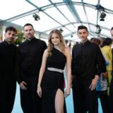 Ο χορευτής της Στεφανίας Λυμπερακάκη εξηγεί τι συνέβη με το χαμένο γάντι στον ημιτελικό της Eurovision
