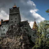 Το κάστρο του Κόμη Δράκουλα μετατράπηκε σε… εμβολιαστικό κέντρο