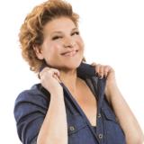 H Γιώτα Νέγκα τραγουδάει Ευτυχία Παπαγιαννοπούλου στο Βεάκειο Θέατρο Πειραιά