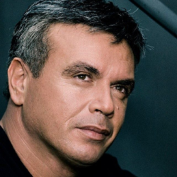 Ο Μανώλης Λιδάκης ανακοίνωσε πως εγκαταλείπει την Αθήνα